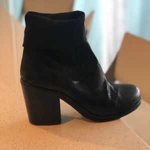 Barney's New York booties leather size9